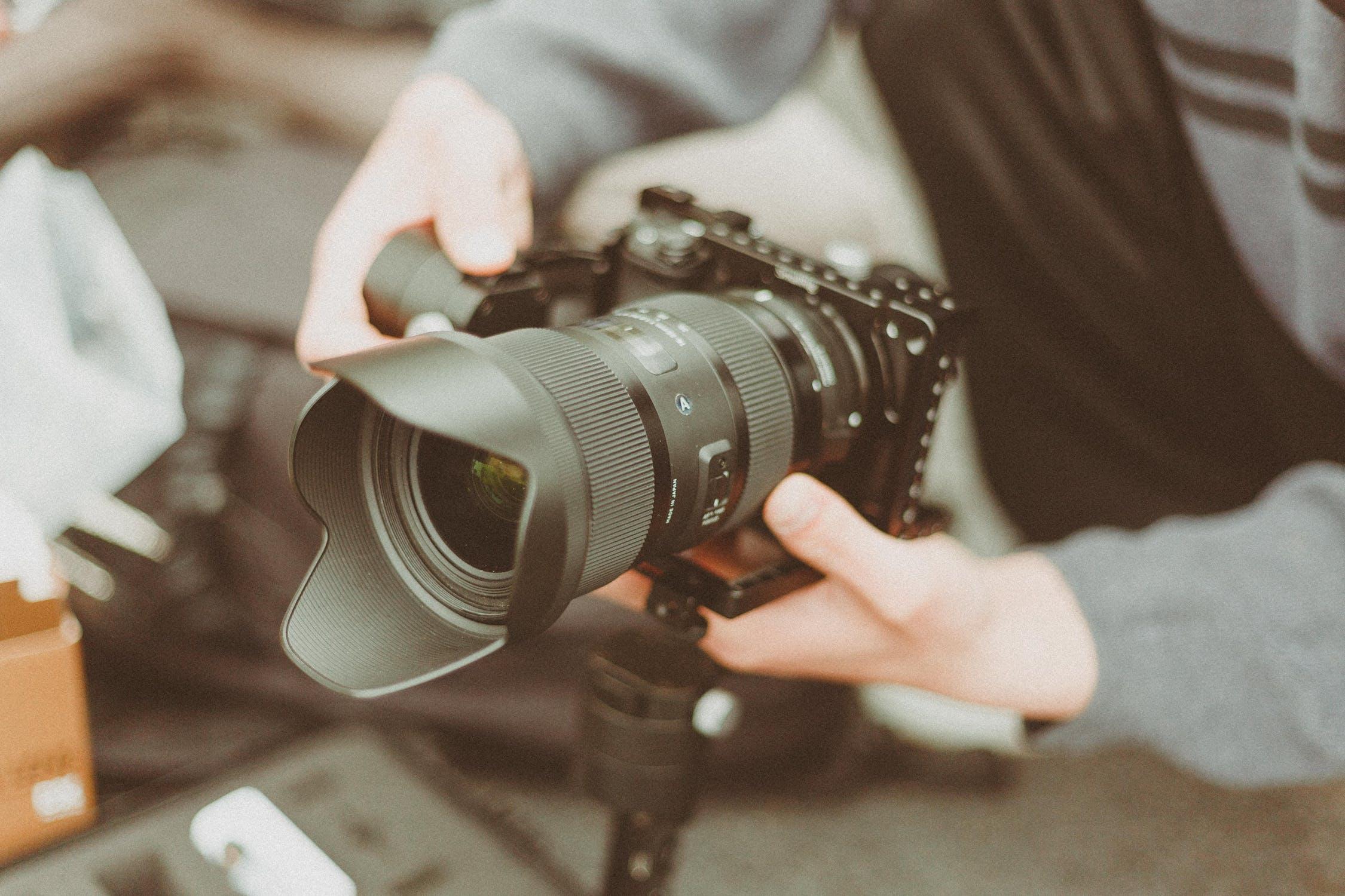 """Video-Entwicklung Sie sind auf der Suche nach potenziellen Auszubildenden, erreichen die junge Generation aber einfach nicht? Mit einem eigens auf Ihr Unternehmen zugeschnittenen Video, das """"die Sprache der Generation Y / Z spricht"""", helfen wir Ihnen, geeignete Bewerber/innen zu finden."""